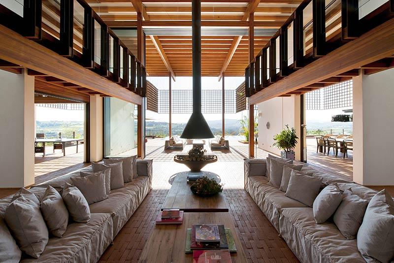 Quinta Da Baroneza House / Candida Tabet Arquitetura